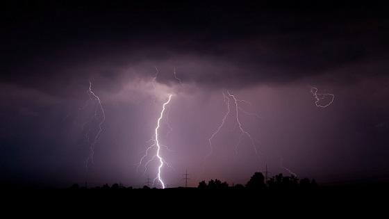 الفرق بين الرعد والبرق سبحان الذي يسبح البرق والرعد 612