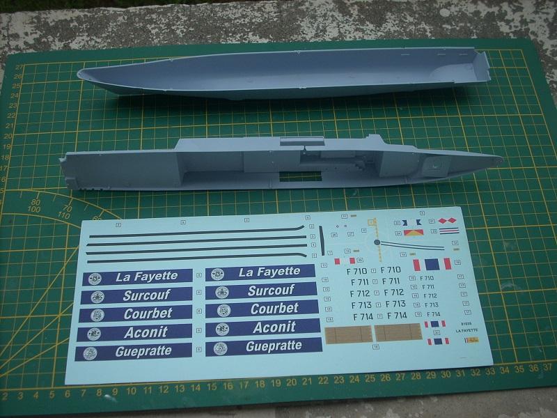 Frégate légère furtive Type La FAYETTE (et kit ARSENAL Réf KC 400 02)  Réf 81035 Dscn6215