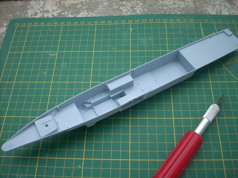 Frégate légère furtive Type La FAYETTE (et kit ARSENAL Réf KC 400 02)  Réf 81035 Dscn6221