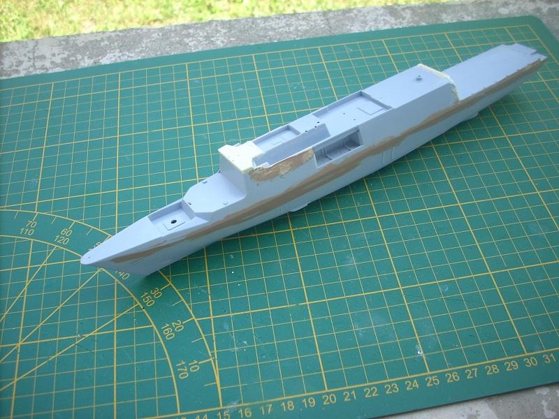 Frégate légère furtive Type La FAYETTE (et kit ARSENAL Réf KC 400 02)  Réf 81035 Dscn6234