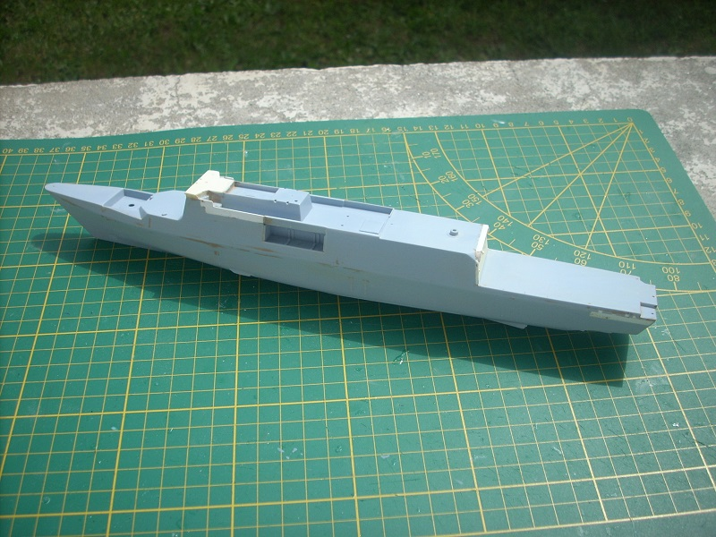 Frégate légère furtive Type La FAYETTE (et kit ARSENAL Réf KC 400 02)  Réf 81035 - Page 2 Dscn6238