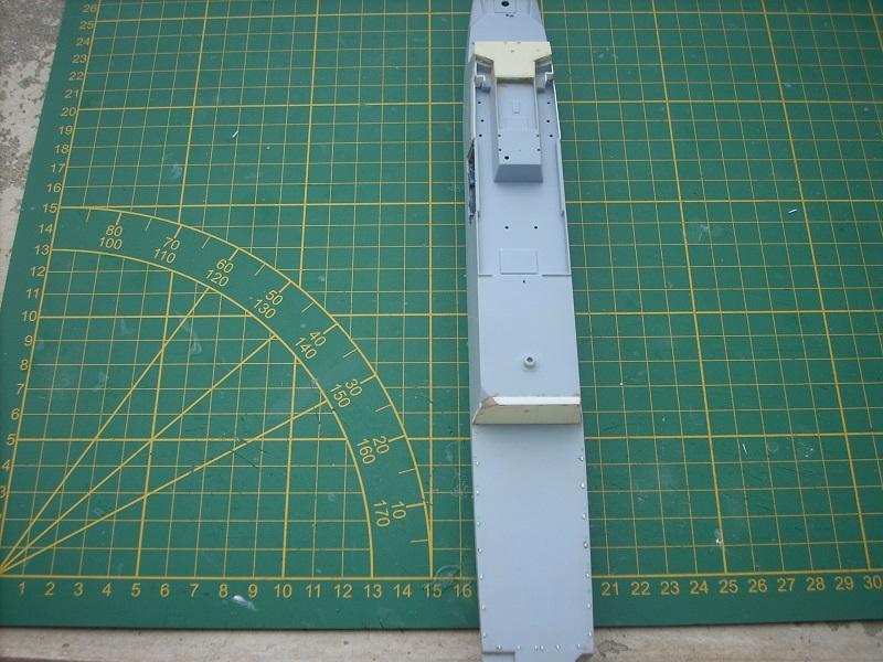 Frégate légère furtive Type La FAYETTE (et kit ARSENAL Réf KC 400 02)  Réf 81035 - Page 2 Dscn6240