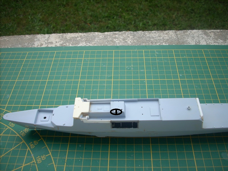 Frégate légère furtive Type La FAYETTE (et kit ARSENAL Réf KC 400 02)  Réf 81035 - Page 2 Dscn6243