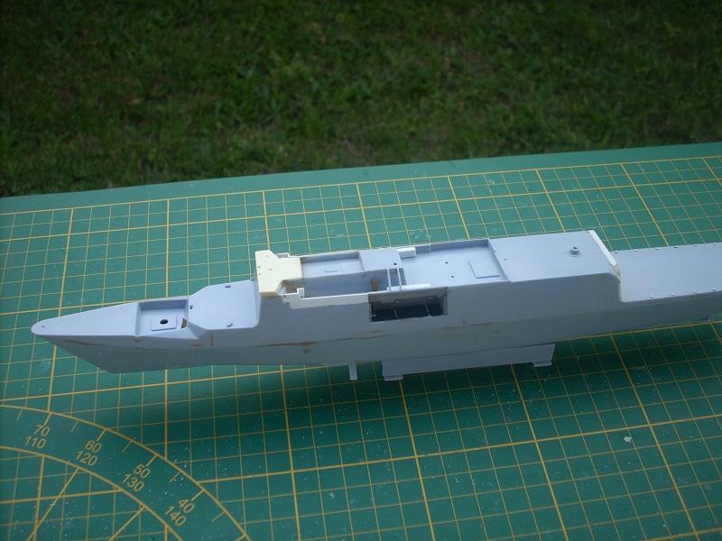 Frégate légère furtive Type La FAYETTE (et kit ARSENAL Réf KC 400 02)  Réf 81035 - Page 3 Dscn6313