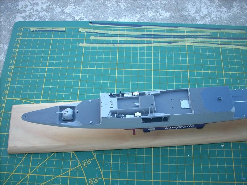 Frégate légère furtive Type La FAYETTE (et kit ARSENAL Réf KC 400 02)  Réf 81035 - Page 3 Dscn6333