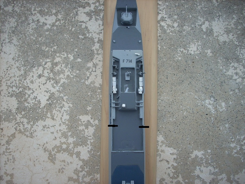 Frégate légère furtive Type La FAYETTE (et kit ARSENAL Réf KC 400 02)  Réf 81035 - Page 3 Dscn6411