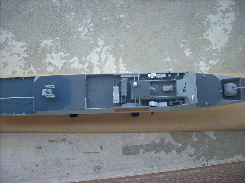 Frégate légère furtive Type La FAYETTE (et kit ARSENAL Réf KC 400 02)  Réf 81035 - Page 3 Dscn6413