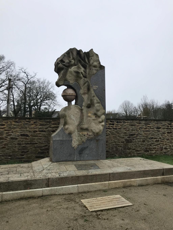 Mémorial Guerre de Corée et Indochine Lauzach  6cd9eb10