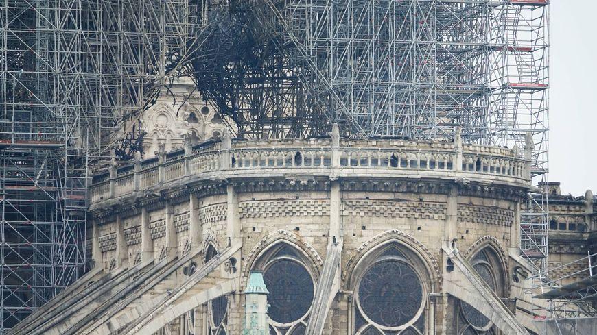 Terrible incendie de Notre Dame de Paris le 15 Avril 2019 au soir 870x4810