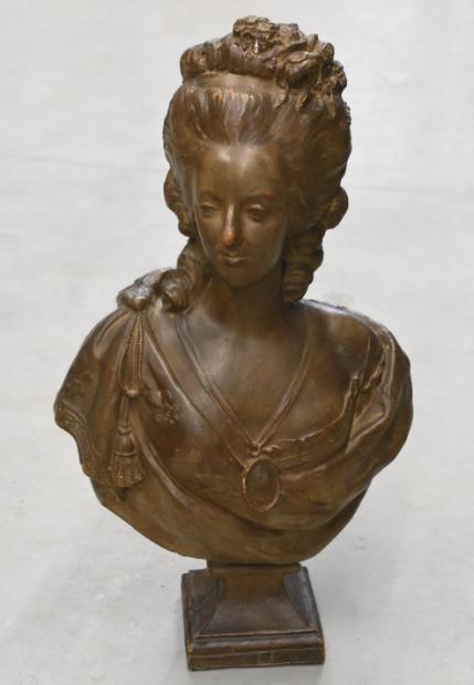 A vendre: bustes Marie Antoinette - Page 9 Zlougr14