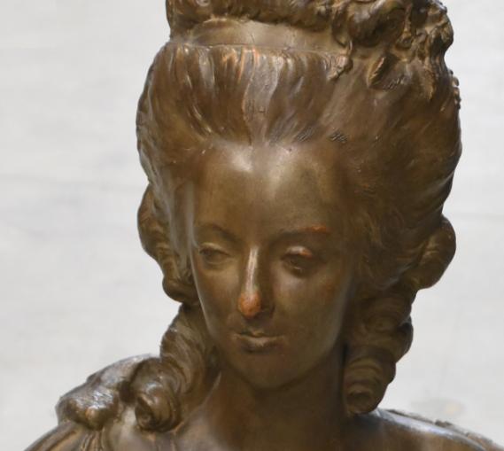 A vendre: bustes Marie Antoinette - Page 9 Zlougr15