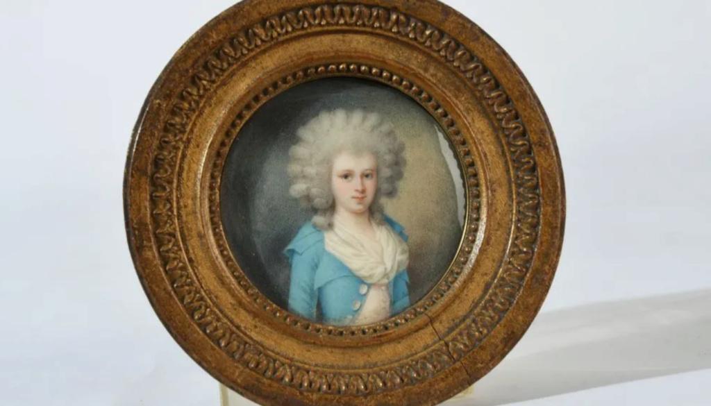 A vendre: miniatures de Marie Antoinette? - Page 8 Zlougr16