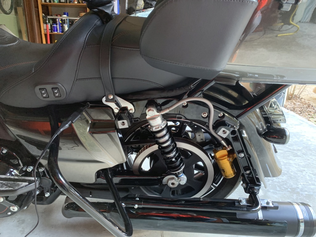 Selle dure sur street glide CVO 2018 - Page 3 Img_0011