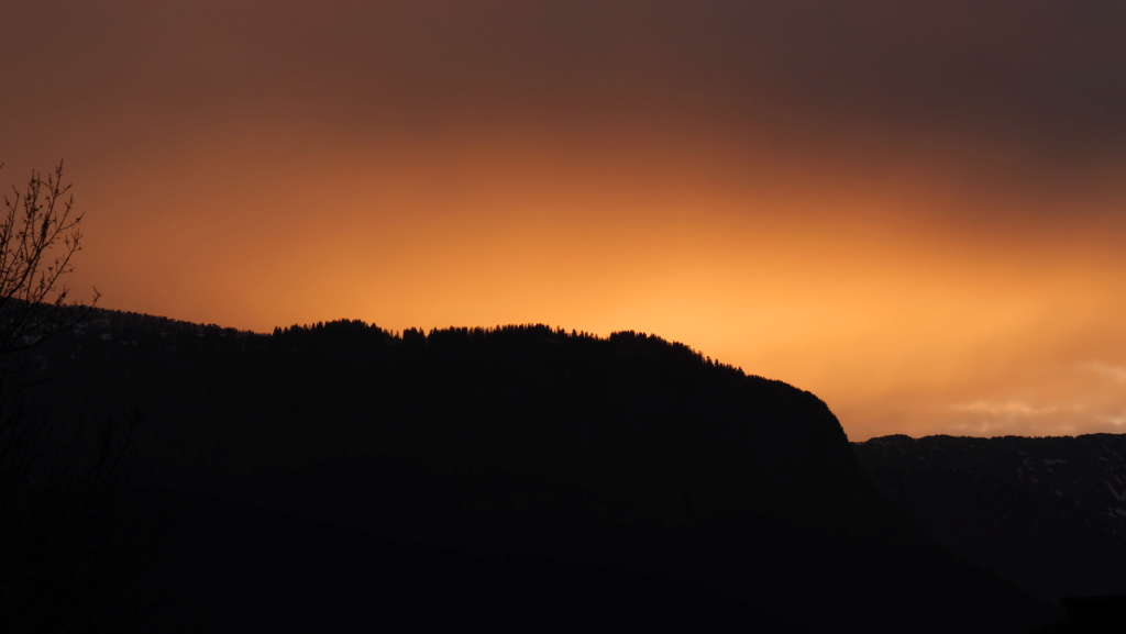 Coucher de soleil dans le massif des Bauges P1034512