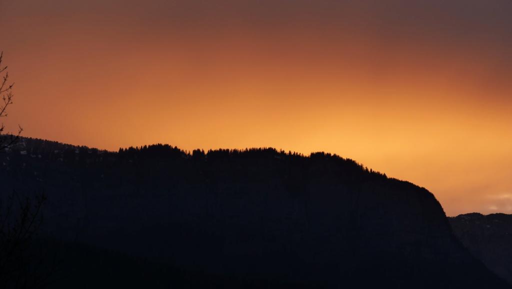 Coucher de soleil dans le massif des Bauges P1034513