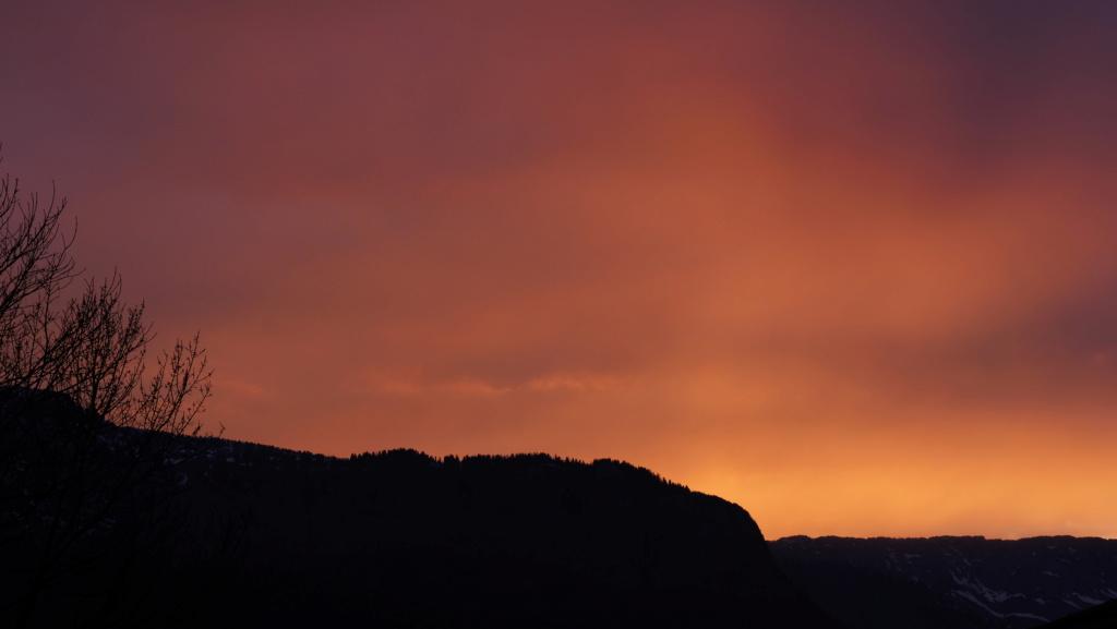 Coucher de soleil dans le massif des Bauges P1034610