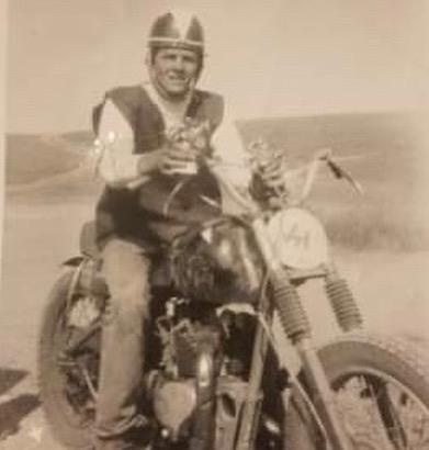 Vieilles photos (pour ceux qui aiment les anciennes photos de bikers ou autre......) - Page 14 73539610