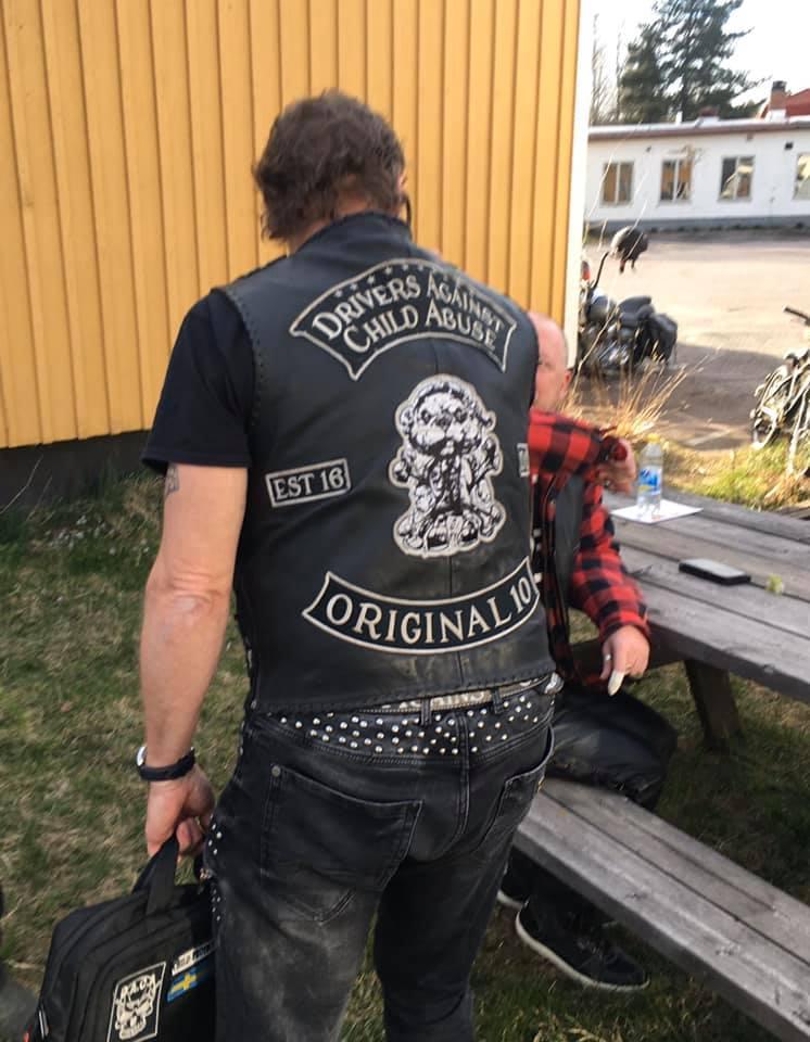 Couleurs des differents clubs de bikers - Page 32 94316610