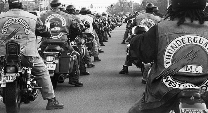 Couleurs des differents clubs de bikers - Page 32 94516010