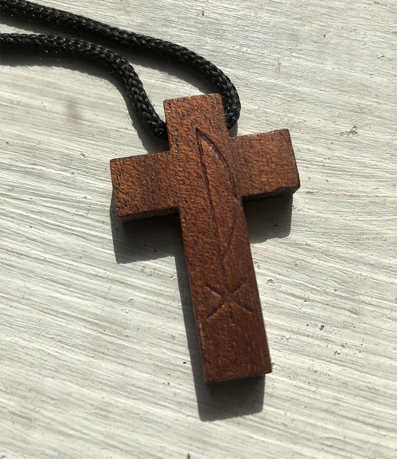 Puis-je porter cette croix pendentif trouvée ? Img_2610