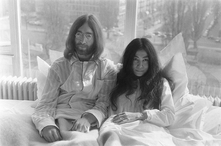 Il killer di John Lennon chiede scusa a Yoko Le-fig10