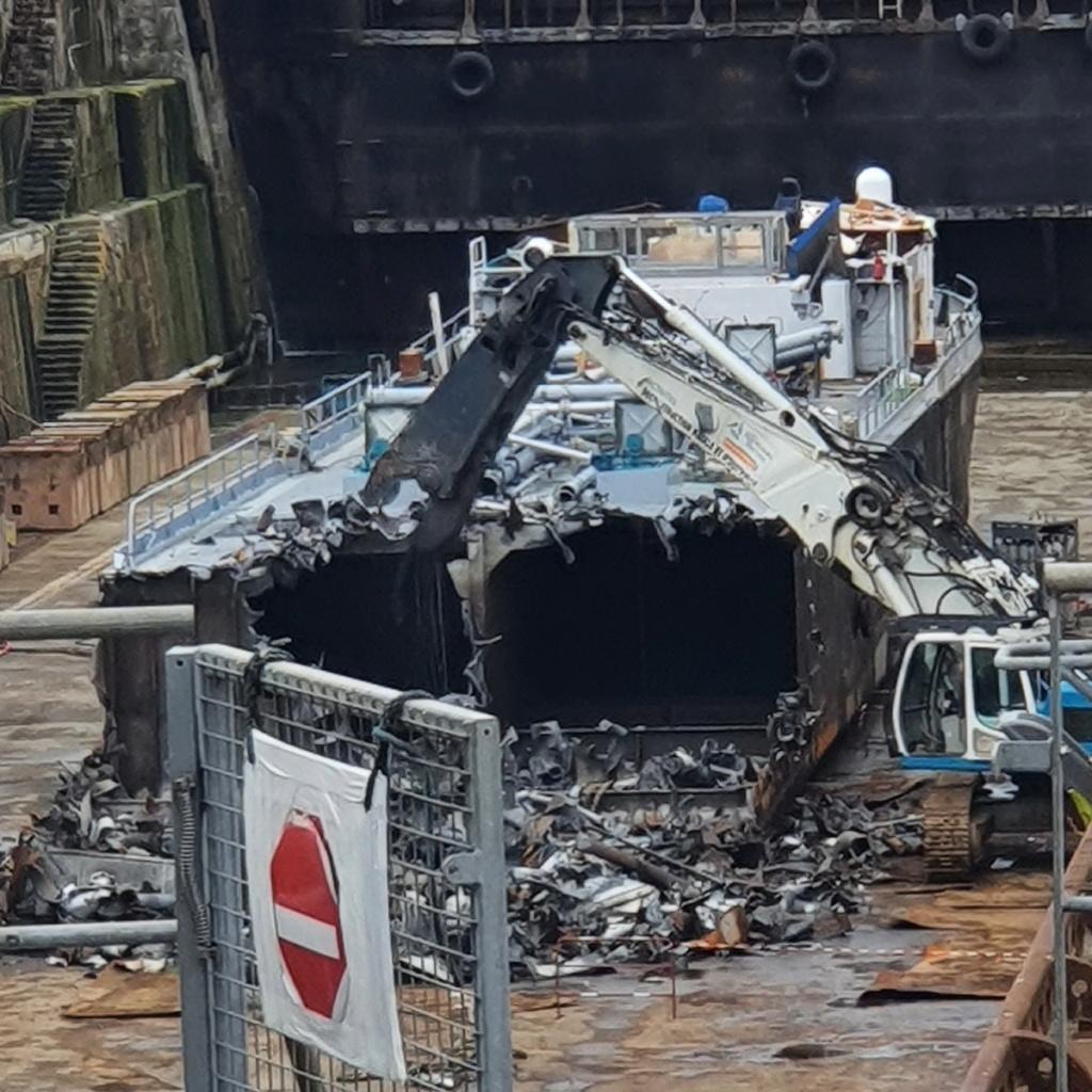 [Autre sujet Marine Nationale] Démantèlement, déconstruction des navires - TOME 2 - Page 21 2021-060