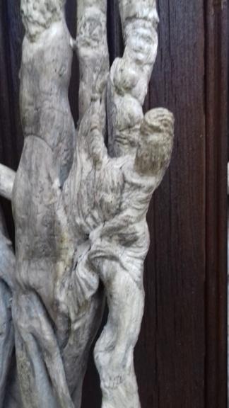 Sculpture sur bois flotte 20200810