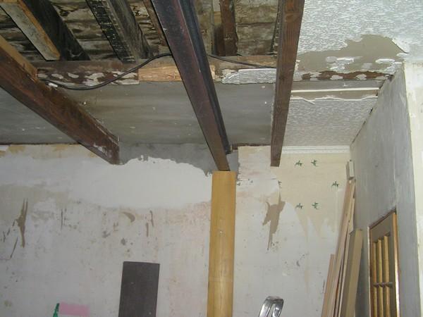 Plafond plus bas que fenêtre Pb100010