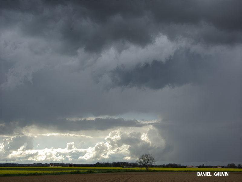 Ciels orageux toulousain -15/04/09 Vac-av12