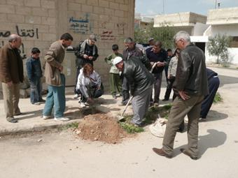 جمعية اصدقاء سلمية تقوم بتنظيف تعاوني لشوارع سلمية 55555510