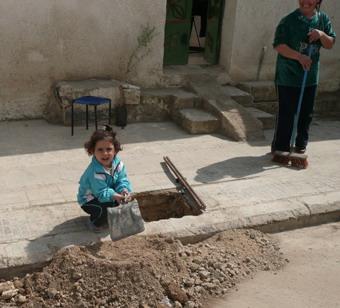 جمعية اصدقاء سلمية تقوم بتنظيف تعاوني لشوارع سلمية 66666610