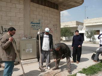 جمعية اصدقاء سلمية تقوم بتنظيف تعاوني لشوارع سلمية 88888810