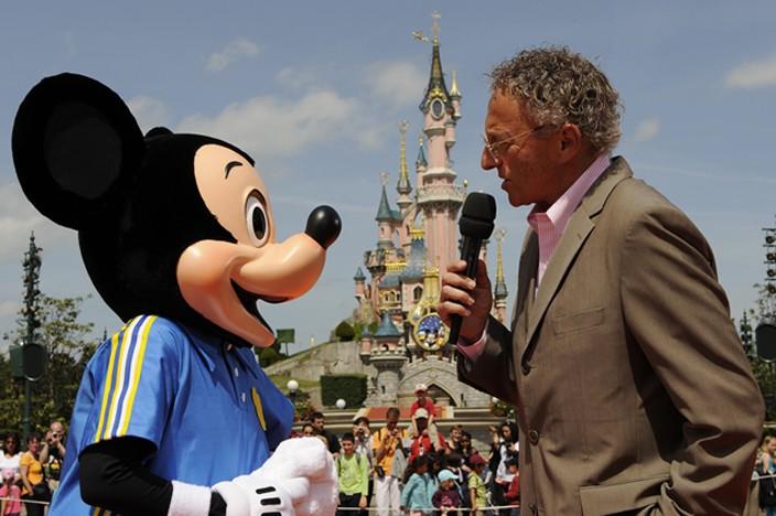 Le 20 mai Mickey fait du tennis sur Main Street ! Mick110