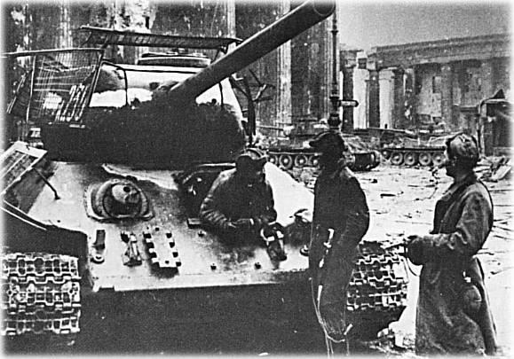 Berlin 1945 T-34_811