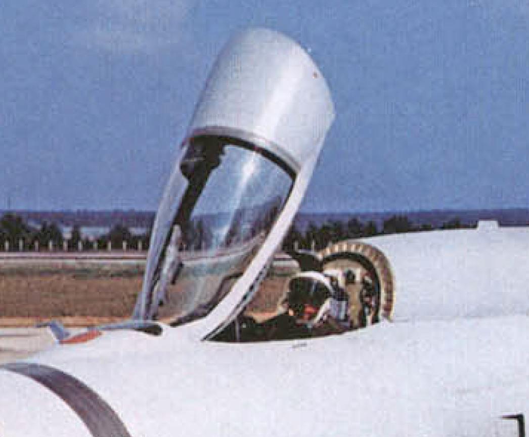 Mikoyan-Gourevitch E-152M  - Modelsvit #72030 - 1/72ème. E-152m10
