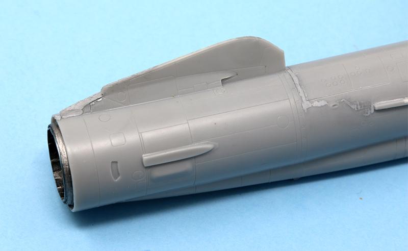 Mikoyan-Gourevitch E-152M  - Modelsvit #72030 - 1/72ème. - Page 2 Img_0814