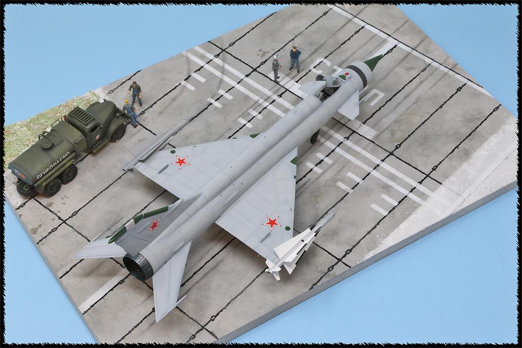 Mikoyan-Gourevitch E-152M  - Modelsvit #72030 - 1/72ème. - Page 4 Img_0910