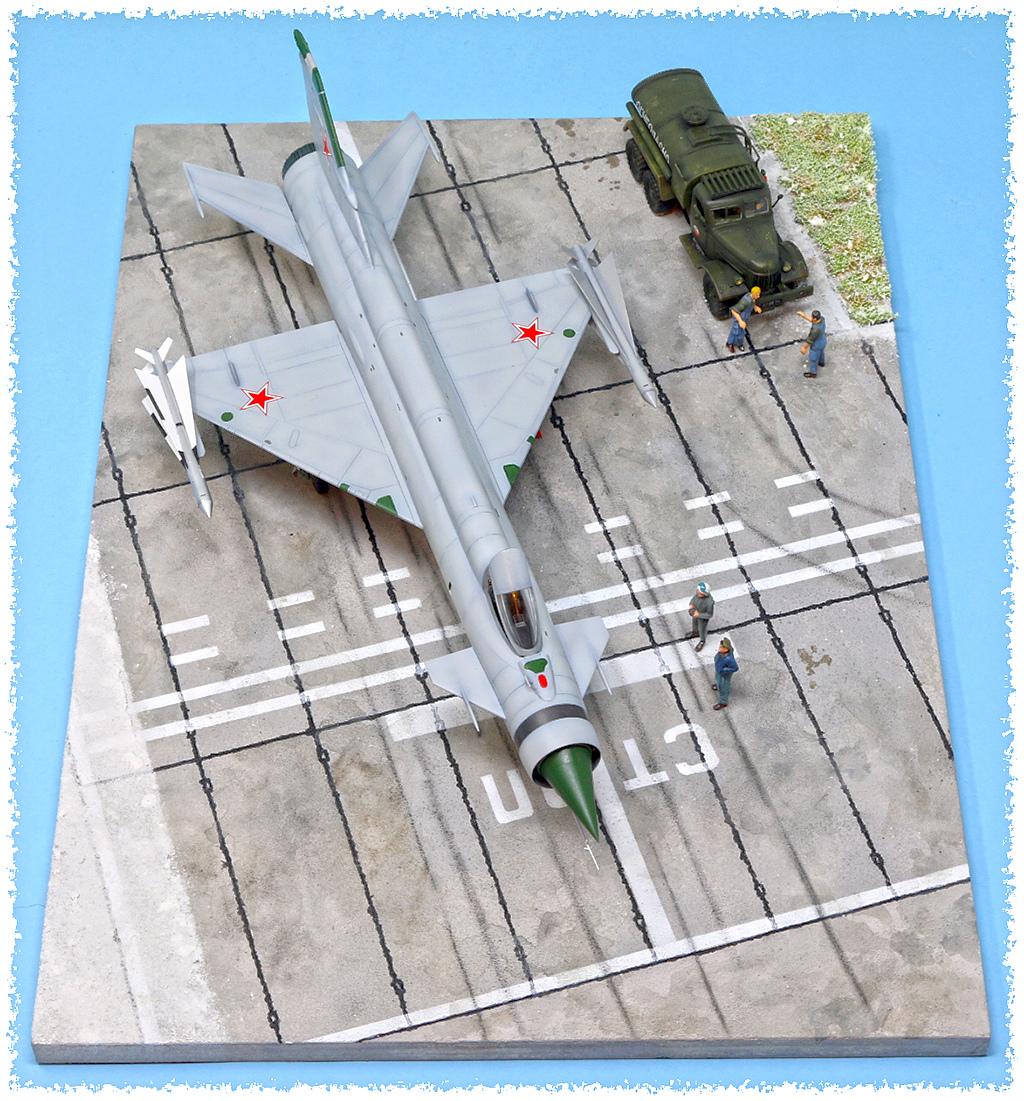 Mikoyan-Gourevitch E-152M  - Modelsvit #72030 - 1/72ème. - Page 4 Img_0911