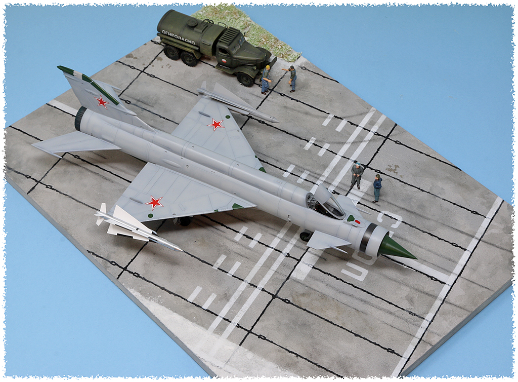 Mikoyan-Gourevitch E-152M  - Modelsvit #72030 - 1/72ème. - Page 4 Img_0915