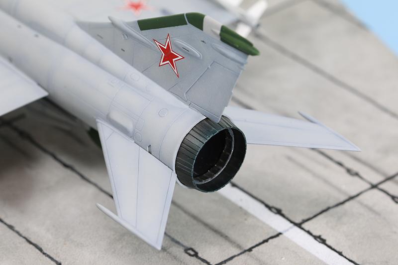 Mikoyan-Gourevitch E-152M  - Modelsvit #72030 - 1/72ème. - Page 4 Img_0917