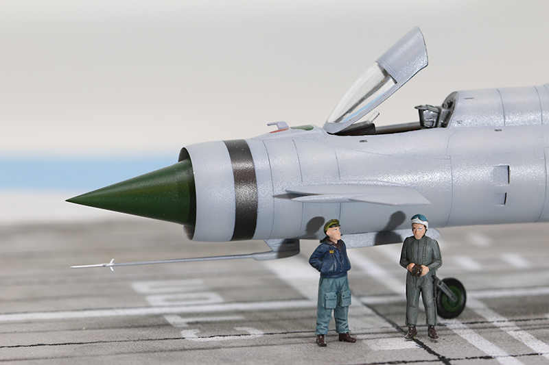 Mikoyan-Gourevitch E-152M  - Modelsvit #72030 - 1/72ème. - Page 4 Img_0920