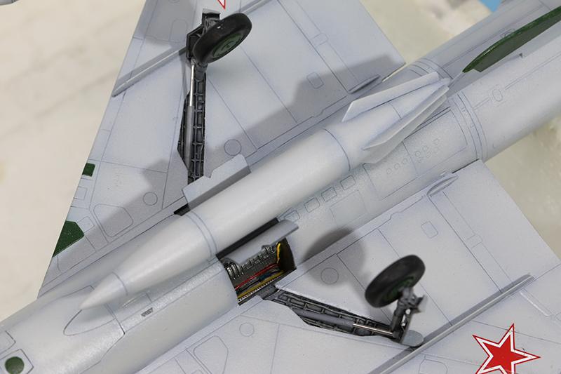 Mikoyan-Gourevitch E-152M  - Modelsvit #72030 - 1/72ème. - Page 4 Img_0921