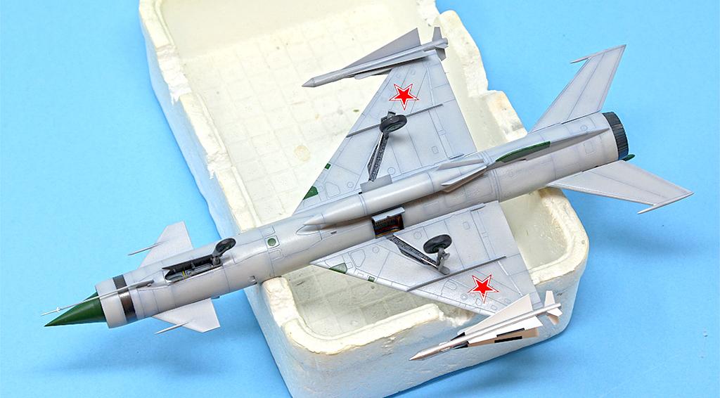Mikoyan-Gourevitch E-152M  - Modelsvit #72030 - 1/72ème. - Page 4 Img_0923
