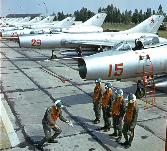 Mikoyan-Gourevitch E-152M  - Modelsvit #72030 - 1/72ème. - Page 4 Sukhoi10