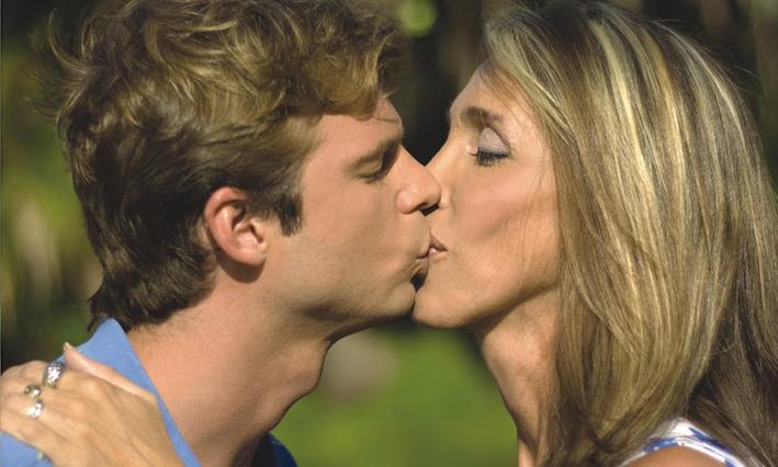 Denuncian censura en Canal 10 a campaña... 0210