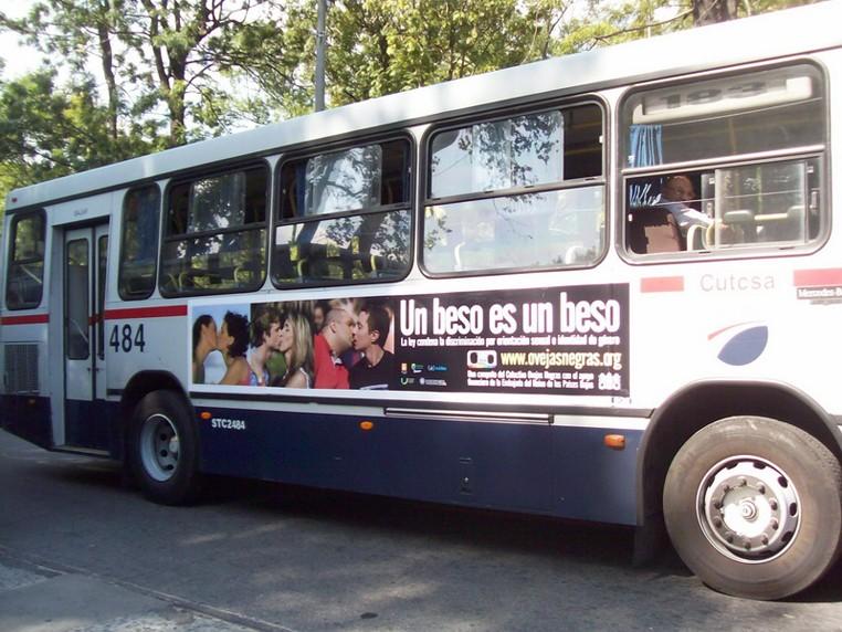 Denuncian censura en Canal 10 a campaña... Bus_210