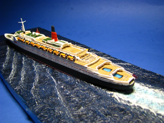 RMS Queen Elizabeth 2 [Revell 1/1200] Montag21