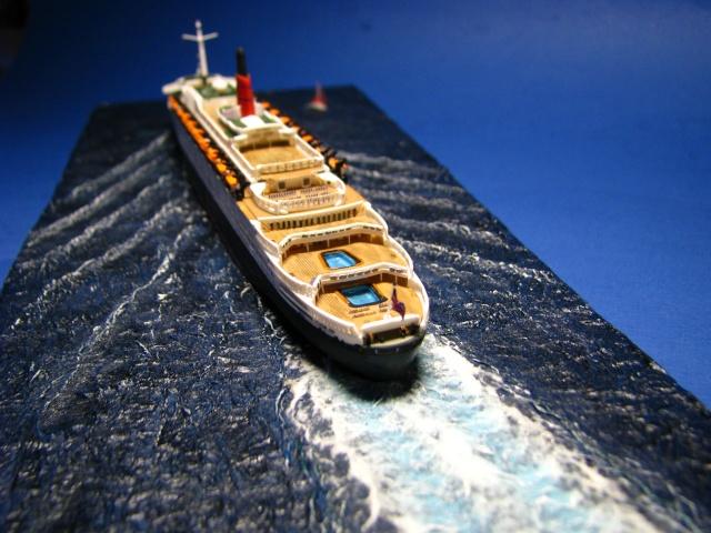 RMS Queen Elizabeth 2 [Revell 1/1200] Montag22