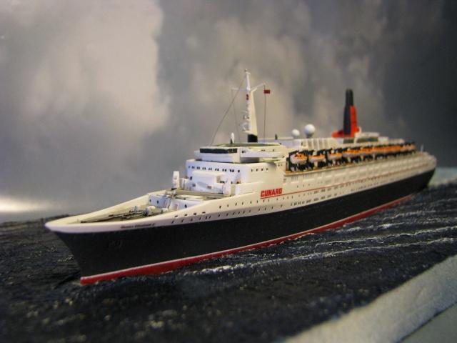 RMS Queen Elizabeth 2 [Revell 1/1200] Montag31