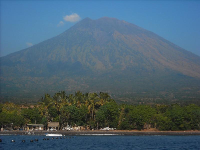 Les volcans d'Indonésie (une petite partie) Mont_b10
